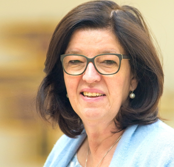 Frau Britta Knieps